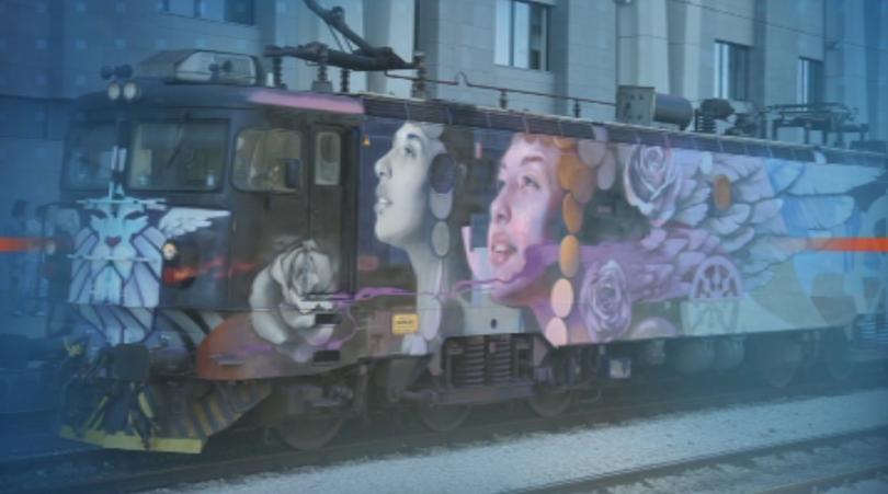 Влак с изрисуван с графити локомотив потегли днес от София
