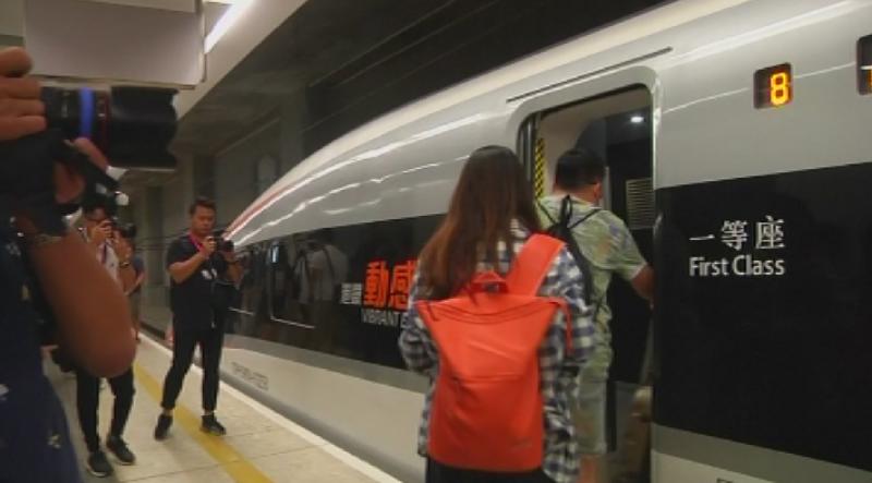 Първите пътници вече изпитаха удобството да пътуват с високоскоростен влак