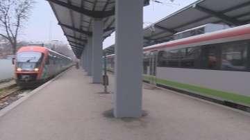 Допълнителни места във влаковете и автобусите за празниците