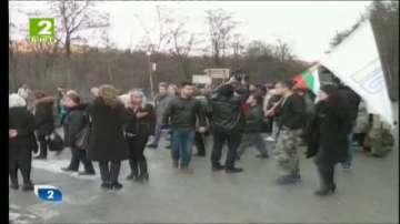 Шивачките в Калофер блокираха пътя