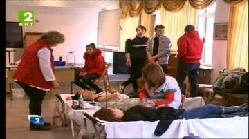 В осем варненски училища даряват кръв