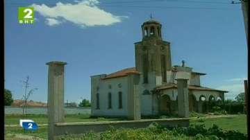 Църква в пловдивско село - пред срутване