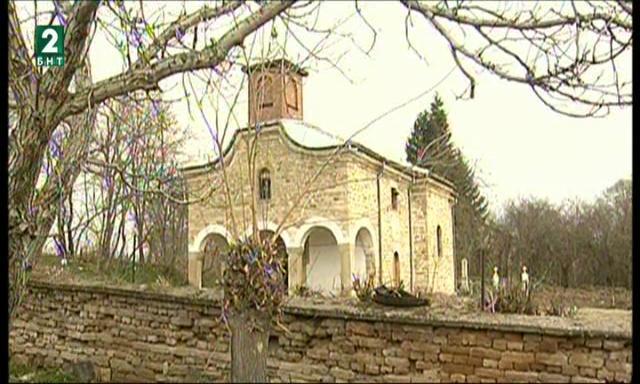 Руши се църква, осветена от руския император Александър II