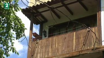 Възрожденски балкон в панелен блок в Пловдив стана сензация в социалните мрежи