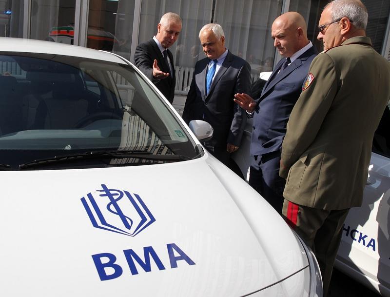 снимка 1 ВМА с нови линейки и регистратура от дарения на пациенти