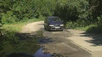 Теч на вода руши пътя за курорта Бодрост