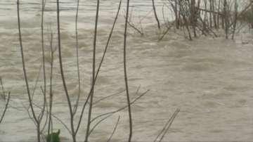 Дъждът наводни улици и приземни етажи в Мизия