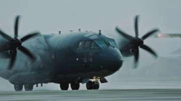 Военен самолет транспортира 16-годишно момче за спешно лечение в Германия