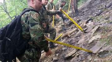 Сухопътни войски се включиха в гасенето на пожара в Карловско