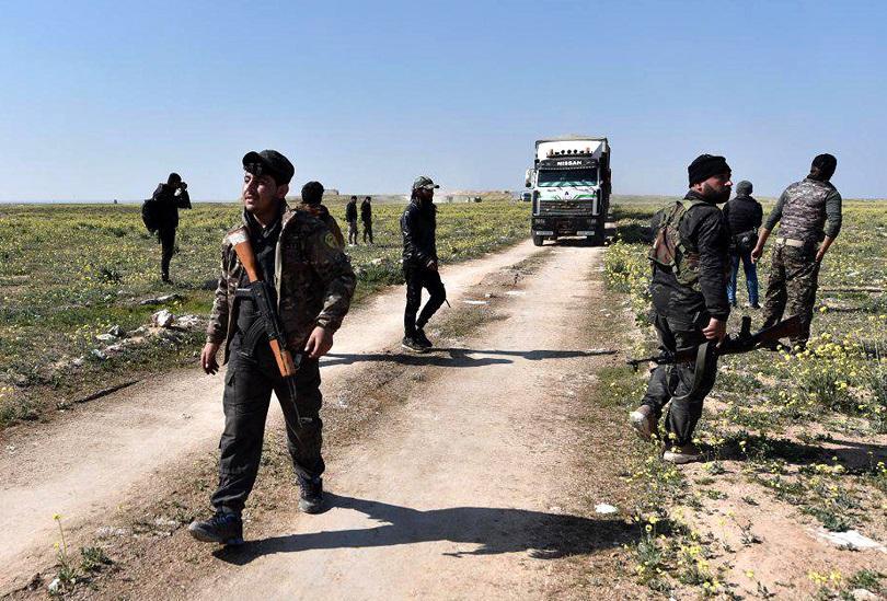 Министърът на отбраната на Турция извършва проверка на войските, разположени