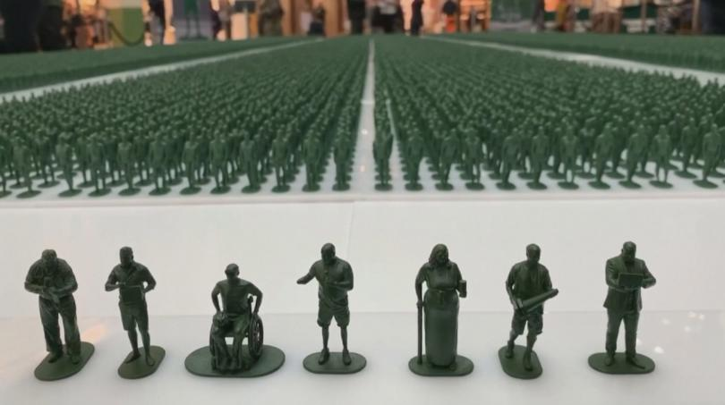 Фигурки на 40 000 войници бяха подредени в търговски център