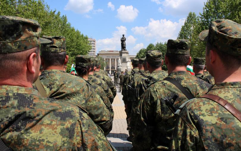 посрещат тържествено военните контингент мисия афганистан