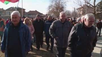 Жителите на Войводиново решиха временно да преустановят протестите си