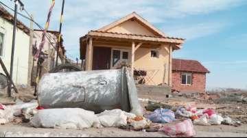 Роми от Войводиново обжалват събарянето на къщите им