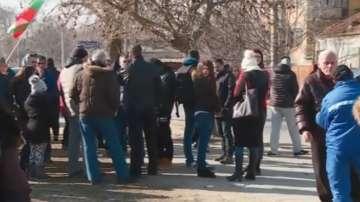 Седми пореден ден на мирен протест във Войводиново
