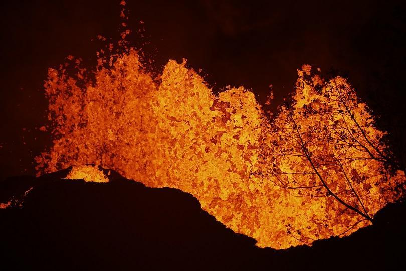 снимка 3 Лава от вулкана Килауеа продължава да се излива в Тихия океан