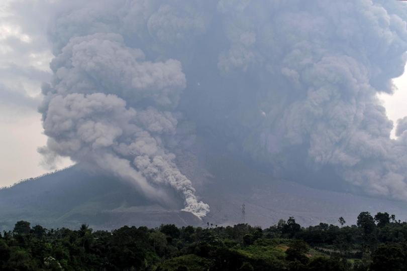 Климатолози и специалисти в изследванията на вулканичната активност от университета