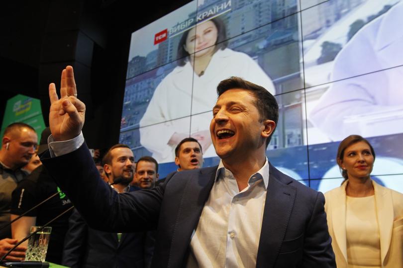 Украинският комик Владимир Зеленски, когото екзит пол проучванията сочат за