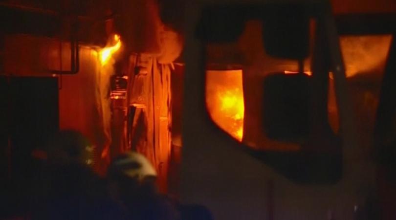 Снимка: Завод за месо гори в с. Войводиново, пострадали хора няма