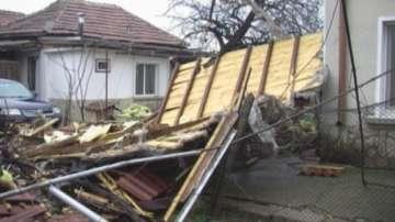 Половин милион лева за щетите от ураганния вятър във Враца обеща правителството