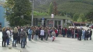 Служители на болницата във Враца отново излизат на протест