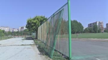 Метална врата падна и затисна 5-годишно момче в Пазарджик