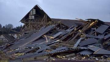 Шест са жертвите на бури в Западна Европа