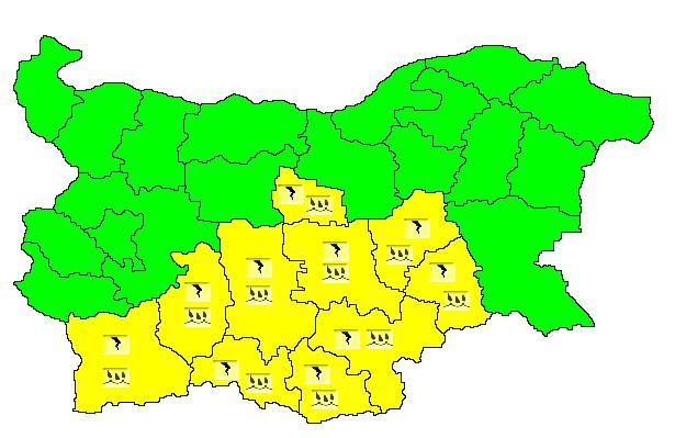 Жълт код за интензивни валежи е обявен в 10 области,