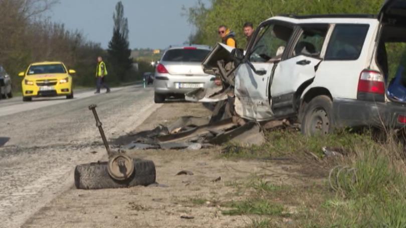 Снимка: Четирима души пострадаха при верижна катастрофа на пътя София - Варна