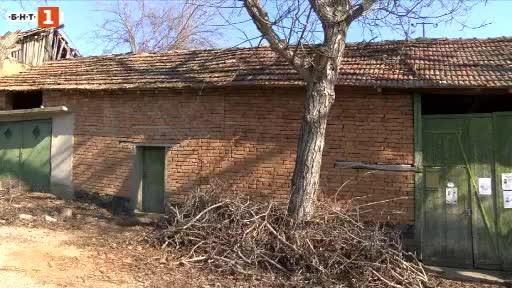 Крадци ограбиха и пребиха възрастен мъж от павликенското село Сломер.