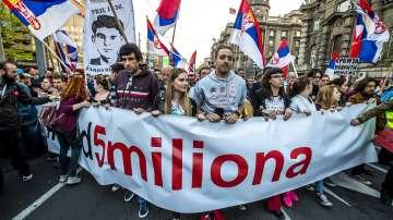 Сръбският президент Вучич е изправен пред най-големия протест досега