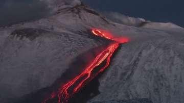 Вулканът Етна изригна с невиждана от години сила