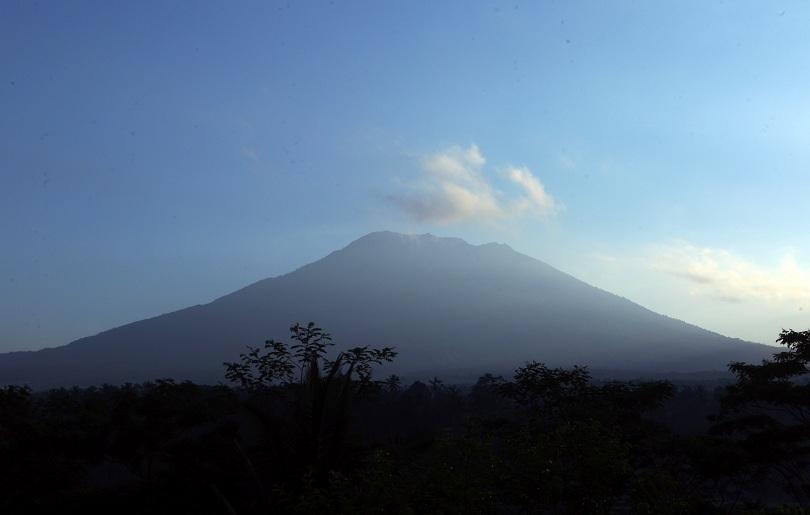 близо 000 души напуснаха домовете остров бали заради вулкан
