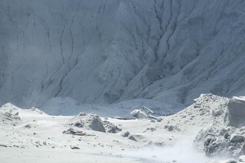 Няма признаци на живот в района на изригналия днес вулкан