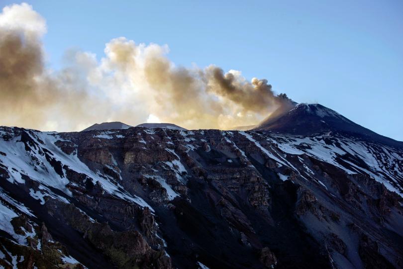 Етна, най-големият активен вулкан в Европа, намиращ се на остров
