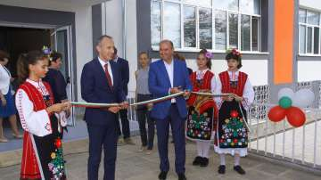Министър Вълчев: МОН има основна задача да върне отпадналите деца в клас