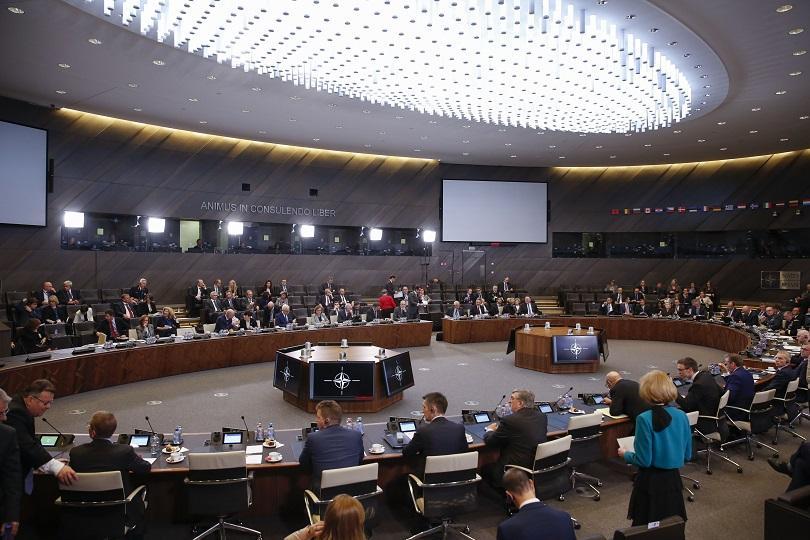 Министрите на външните работи на страните от НАТО подкрепиха Македония