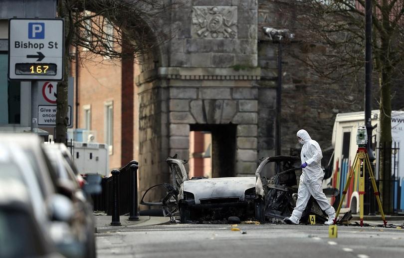 Полицията задържа двама 20-годишни мъже във връзка с взривения автомобил