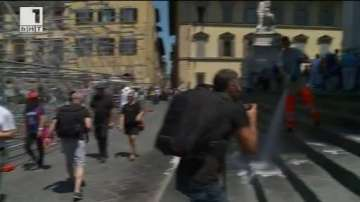ДРУГИТЕ новини: Маркучи срещу досадни туристи