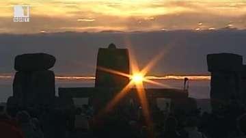 ДРУГИТЕ НОВИНИ - Историческа среща на Слънцестоене и Пълнолуние