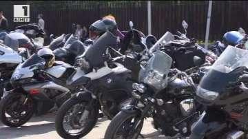 ДРУГИТЕ НОВИНИ: Мотори и кемпери с летни правила