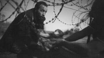 Снимка с мигранти грабна голямата награда на World Press Photo