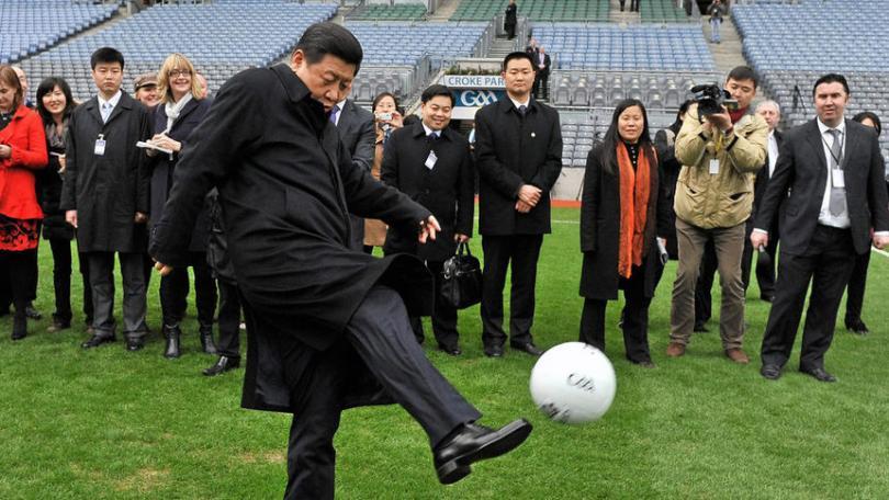 снимка 4 Футбол с мирис на политика