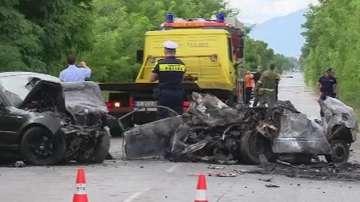 Човек загина при челен сблъсък на две коли край Ямбол
