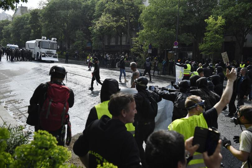 """Слаба мобилизация на """"жълтите жилетки"""" днес във Франция в сравнение"""
