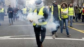 """1300 души бяха задържани при протестите на """"жълтите жилетки"""" във Франция"""
