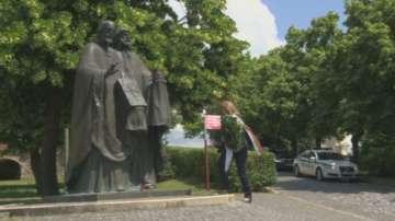 Вицепрезидентът Йотова се поклони пред мощите на св. Кирил в Словакия