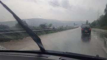 Проливен дъжд затрудни движението на АМ Тракия