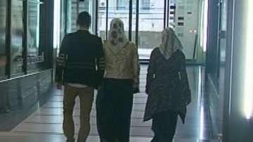 Родители съдят училище заради забрана дъщеря им да носи забрадка в час