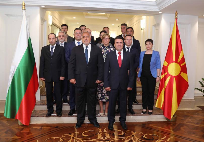 снимка 2 Борисов и Заев отбелязаха заедно две години от Договора за добросъседство